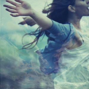 clouds-fashion-freedom-girl-photography-wind-favim-com-45342